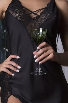 Camisola sensual longa preta com fenda lateral