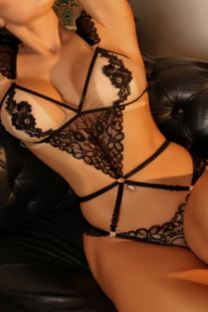 Body sensual em renda floral preta