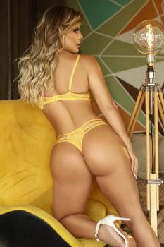 Conjunto amarelo em renda com tiras
