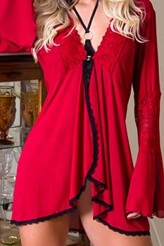 Negligê vermelho em tule e renda com manga flare